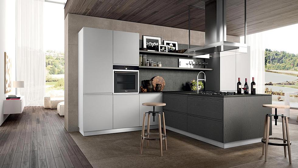 immagine arredamento cucina moderna con penisola