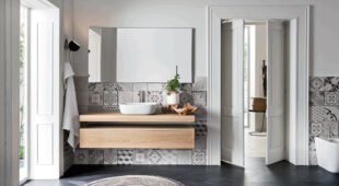 arredo bagno Alta Corte Ecobath Teddy1 finitura Alaska base cassetto specchiera lavabo