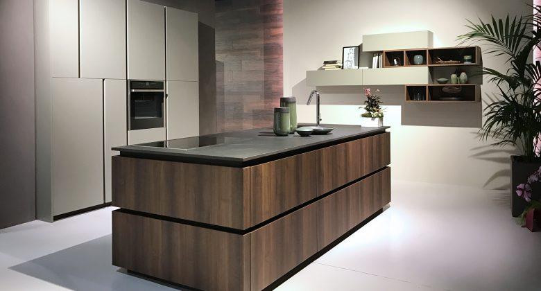 Abita Arreda showroom Treviso cucina moderna con isola